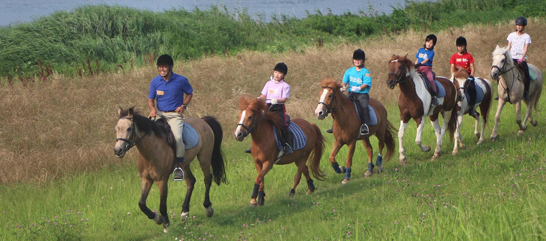 小貝川の河川敷乗馬の様子